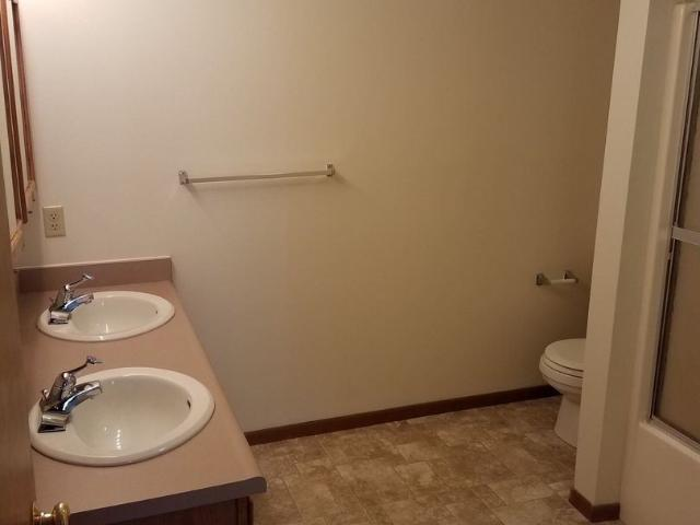 1000 1054 West Side Dr. 2 Bedroom Apartment For Rent At 1000 Westside Dr, Iowa City, Ia 52...