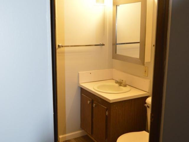 100 S. 8th St. 1 Bedroom Apartment For Rent At 100 S 8th St, Clear Lake, Ia 50428