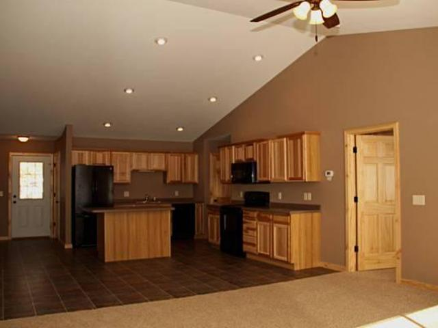 $1010 / 3br 1500ft² Newer 3 Bedroom Beautiful Duplex With Sp