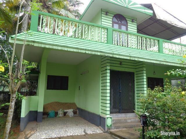 10 Cent Plot With Old House For Sale Near Udayamperoor