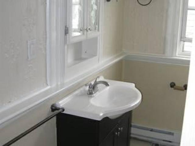 $1100 / 2br 800ft² Beautiful 2br Apt Located In House
