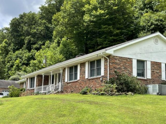 1125 State Ky 718 Highway Flat Lick, Ky 40935