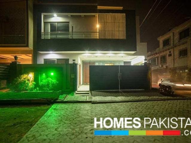 11 Marla Corner Solid Construction House Available For Sale