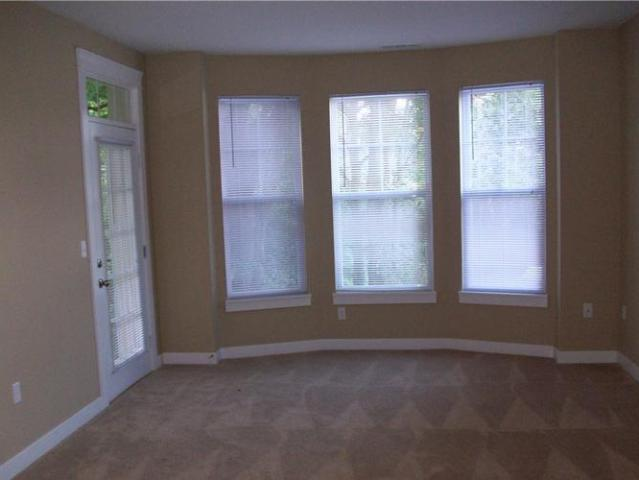 $1254 / 2br 1047ft² Come Home To City Flats At Renwick In This Spacious 2 Bedroom! Bloomin...