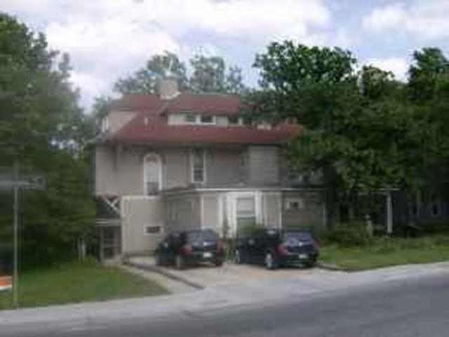 $1260 / 3br 3br/huge Apt With 3 Car Driveway, Water Pd, 2 Blks. N Of Union 1100 Louisiana ...