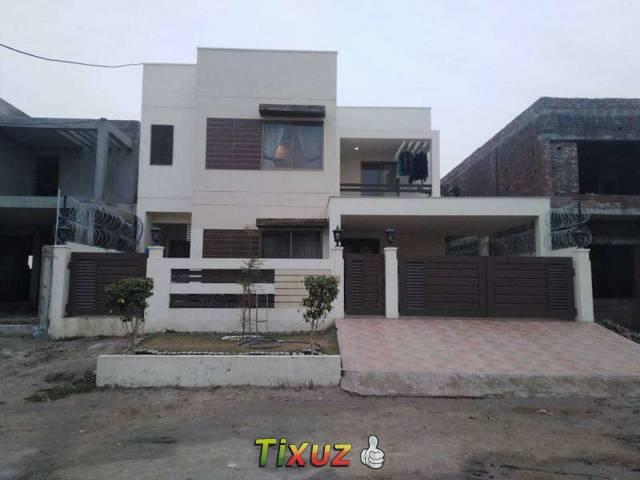 12 Marla House At Good Location For Sale