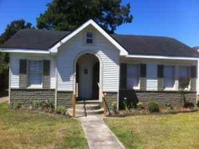 $1350 / 3br Renovated Home 3 Blocks From Ull 810 E. University Ave. Map