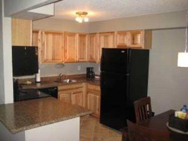$1595 Lovely 2bed 2 Bath Furnished Available April 1st W. Lakewood/golden
