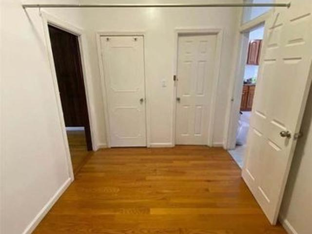 15 14 St, College Point, Ny 11356