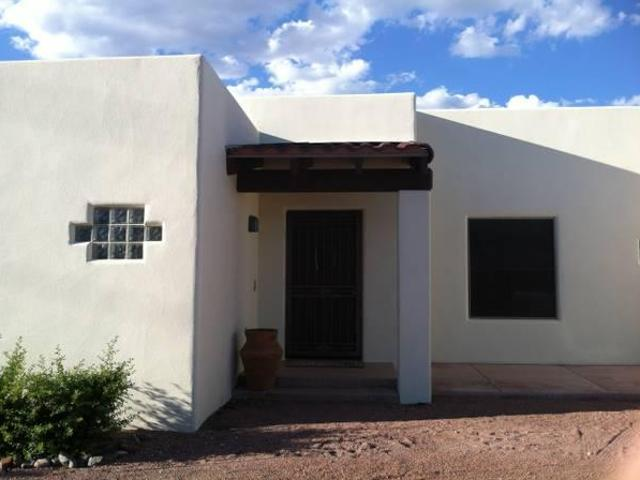 $1695 / 2br 2100ft² Red Rock Views & Optional Barn