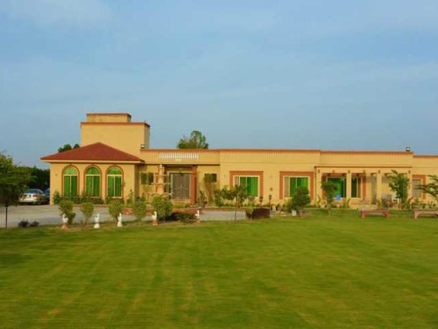 16 Kanals Farm House At Bedian Road For Rent To Host Wedding Events Pool Bbq Parties Bonfi...