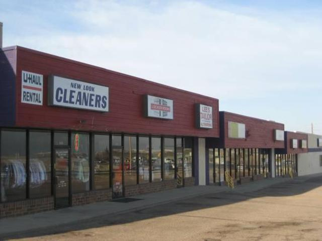 $1728 / 1382ft² Parker Road Retail Space Available