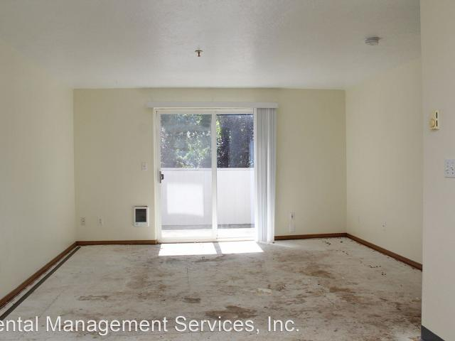 17 23 Se 127th Ave 2 Bedroom Apartment For Rent At 1723 Se 127th Ave, Portland, Or 97233 M...