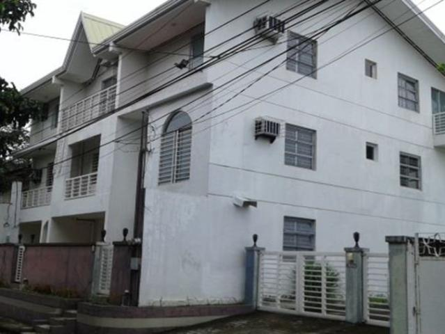 18m Fully Furnished, 3 Door, 3 Storey Paranaque Apartment