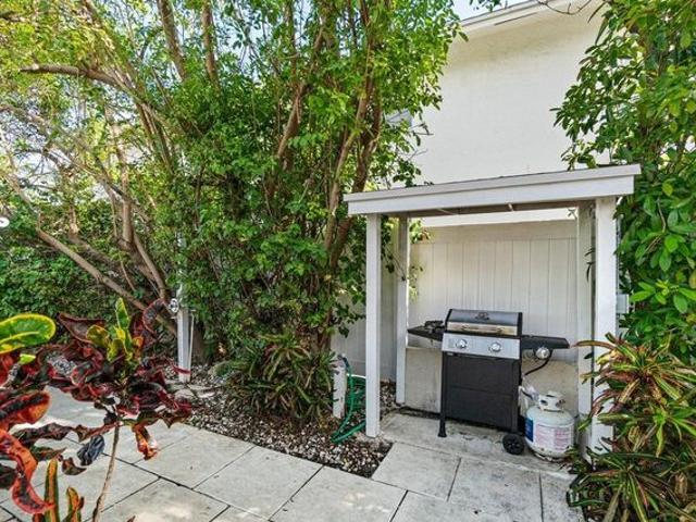 1984 Ne 4th St Apt C, Deerfield Beach, Fl 33441