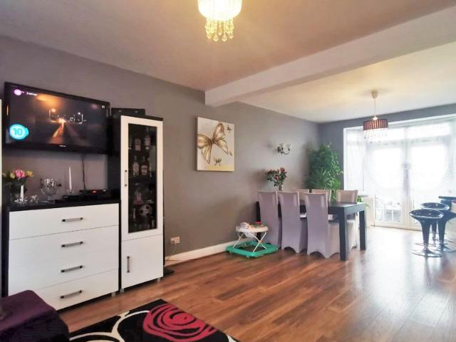 £1,800 Pcm 3 Bedroom Semi Detached House In Sudbury Hill