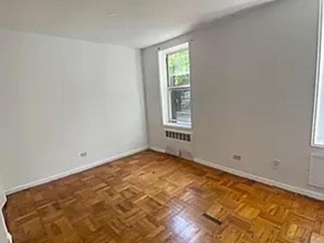 1 Bedroom Apartment For Rent At Union St & Barclay Ave, New York, Ny 11355 Flushing