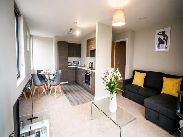 1 Bedroom Apartment In Salford With Balcony