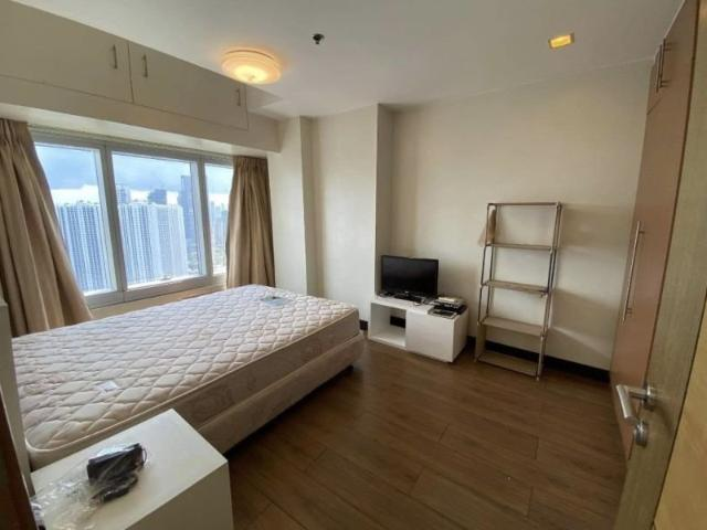1 Bedroom At One Central Tower 1, Makati For Sale