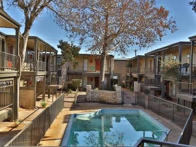1 Bedroom Condo Mins To Downtown Austin In Gated Community Austin