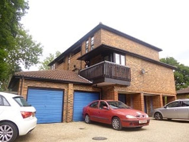 1 Bedroom Flat To Rent In Courtney Park Road, Basildon, Ss16 On Boomin