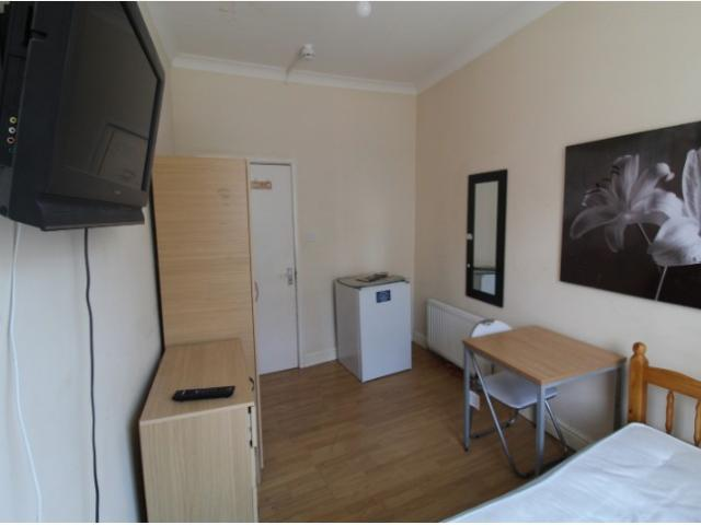 1 Bedroom House Share To Rent In A3, Rye Lane, Peckham, Se15 On Boomin