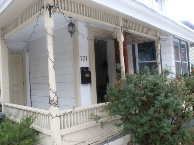 1 Bedroom In A Two Bedroom 1 Bathroom Apartment Cleveland Avenue, Ithaca Downtown