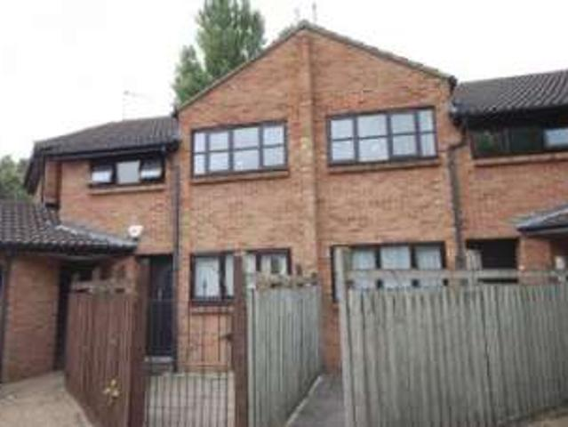 1 Bedrooms Flat For Rent In Courtney Park Road, Langdon Hills, Basildon Ss16