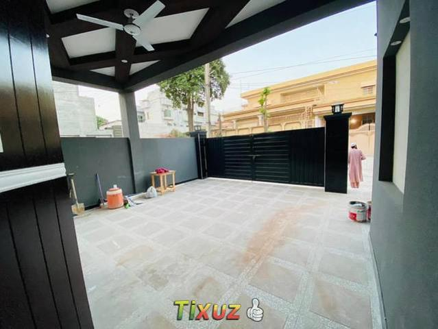 1 Kanal Residential Corner House Available For Sale