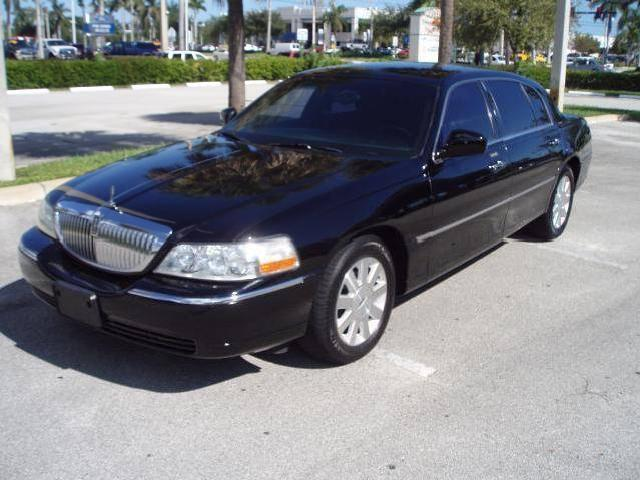 https://imganuncios.mitula.net/2003_lincoln_town_car_executive_l_clean_black_on_black_5390055421803910418.jpg