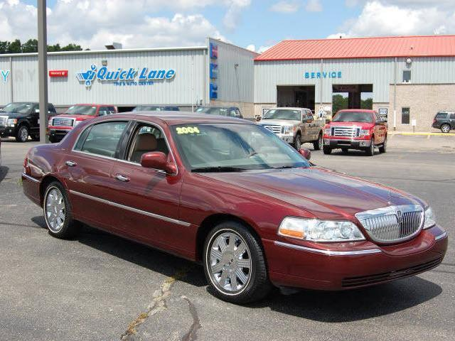 Lincoln town automatic 2004 michigan mitula cars for North point motors traverse city