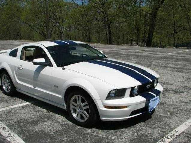 ford mustang gt new york 23 2005 ford mustang gt used cars in new york mitula cars. Black Bedroom Furniture Sets. Home Design Ideas