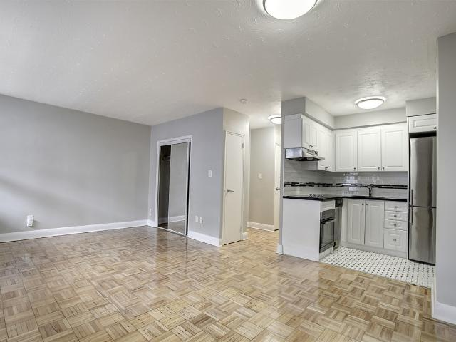 200 Jameson Avenue 1 Bedroom Apartment For Rent At 200 Jameson Ave, Toronto, On M6k 2z6 Pa...