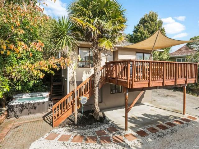 2/13 Hollyhock Place, Browns Bay