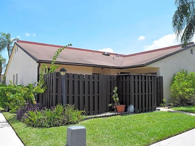 2/2 Townhouse In Waterview Estates