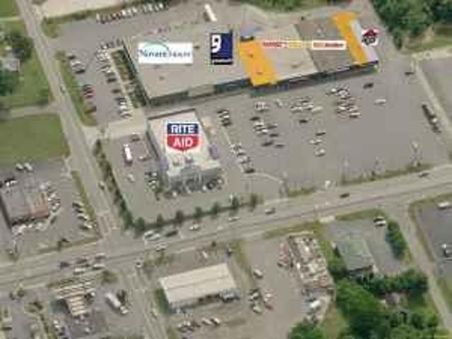 2350ft² Retail Space Availabe In Thomasville Plaza Thomasille
