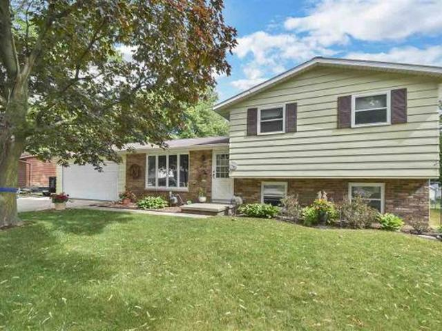 2500 He Nis Ra Ln Well Maintained Quad Level Home 2 Miles From Lambeau Green Bay