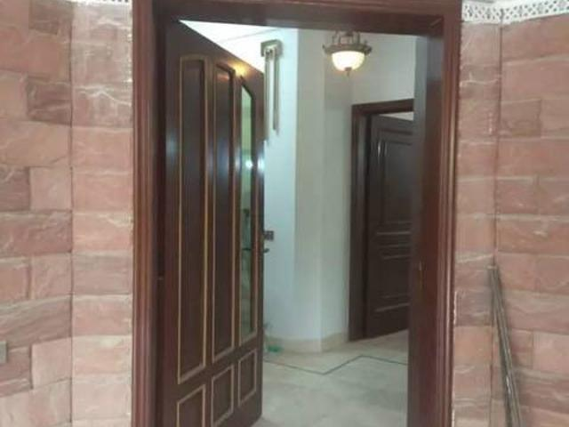 25 Marla Independent Upper Portion In Link Rd Model Town For Rent