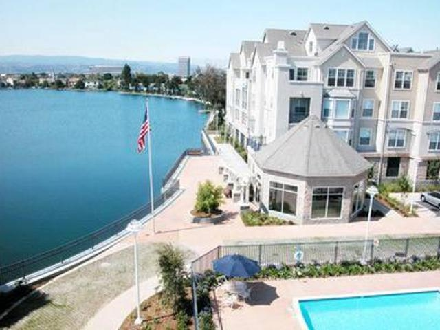 $2904 / 1br 876ft² Top Floor 1 Bedroom With A Fireplace In Foster City!