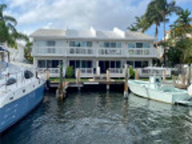 2 Bed/2.5 Bath Townhouse In Fort Lauderdale