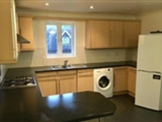 2 Bed Apartment For Rent Lumley Road Horley