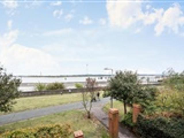 2 Bed Flat For Sale Worthing Close Grays