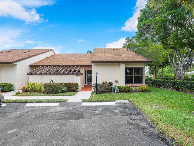 2 Bed Villa For Sale In Lake Worth, Florida