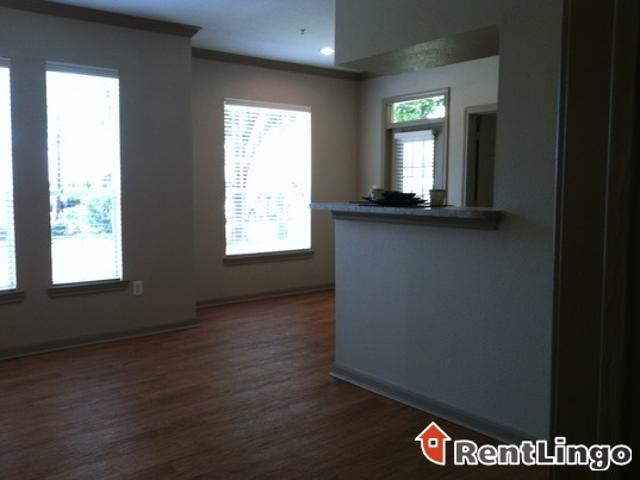 2 Bedroom 1085 E Independence St