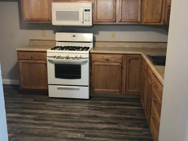 2 Bedroom Apartment For Rent At 522 N Main St, Hanna City, Il 61536