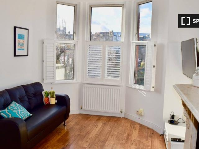 2 Bedroom Apartment For Rent In West Hampstead, London