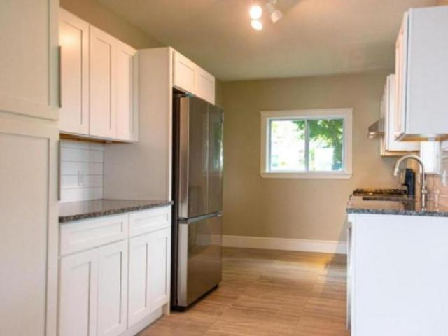 2 Bedroom Apartment Unit East Greenwich Ri For Rent At 2950