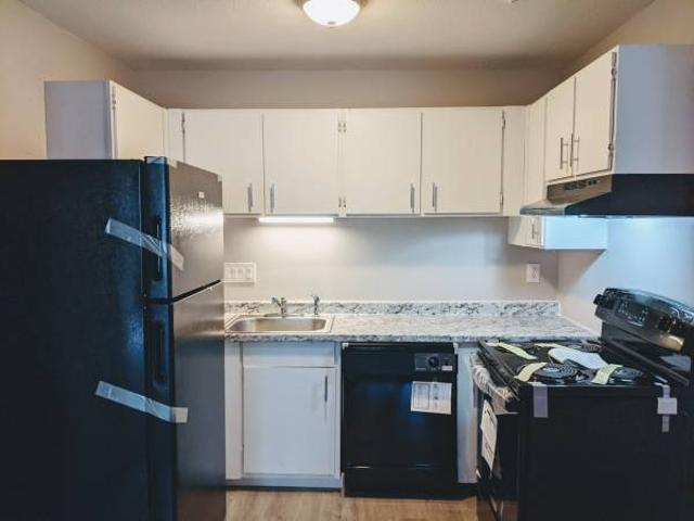 2 Bedroom Apartment With Balcony $900 Town Plot Area Of Waterbury, Ct