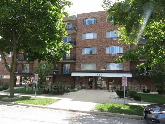 2 Bedroom Condo For Rent At 205 W Miner St #300, Arlington Heights, Il 60005