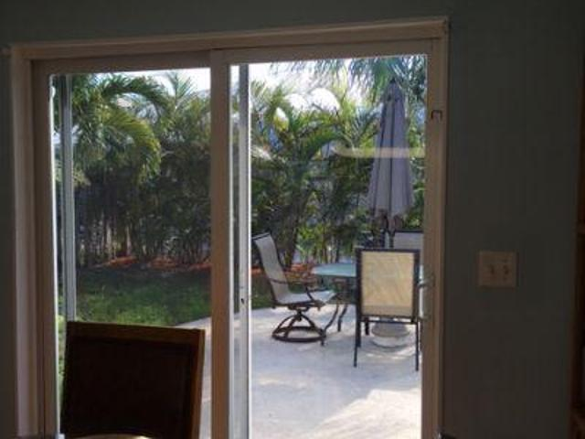 2 Bedroom Detached House Palm Beach Fl For Rent At 2200